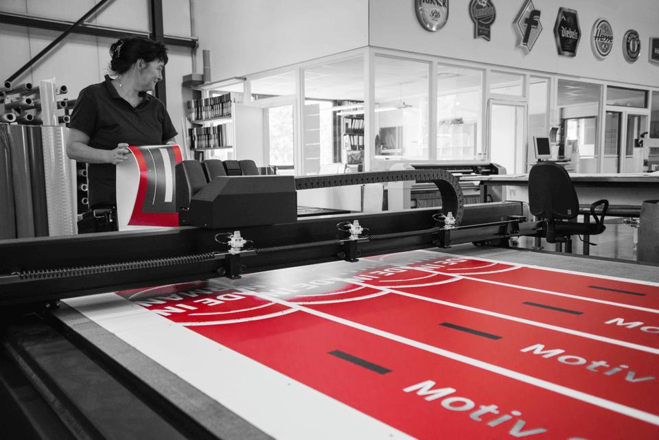 Unsere Grafiker sorgen dafür, dass Sie mit dem richtigen Design zum Ziel kommen – garantiert. Entwurf und Produktion aus einer Hand - DIAS Werbung