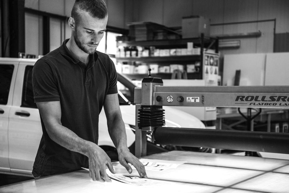 Fahrzeugbeschriftungen oder Folierung - Mit dem Digitaldruck stehen Ihnen zahlreiche Gestaltungsmöglichkeiten zur Verfügung - DIAS Werbung liefert passende Lösungen