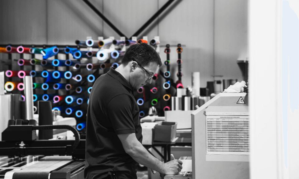 Bei der Beflockung und Bestickung von Textilien gibt es zahlreiche Aspekte, die über die Qualität des Ergebnis entscheiden - Wir beraten Sie gerne - DIAS Werbung